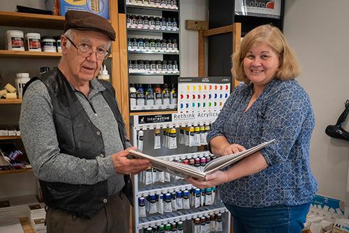 PSQ acredited judges Warren Vievers and Sue Gordon judge the 2020 APS photo book comp